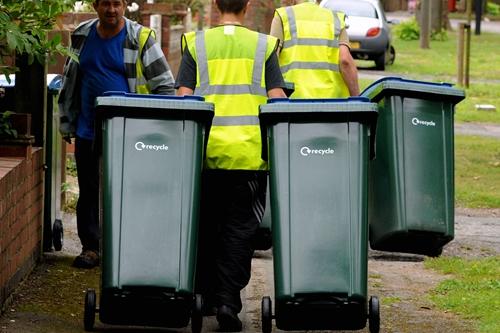 """我们扔进""""可回收物""""垃圾桶里的东西真的被回收利用"""