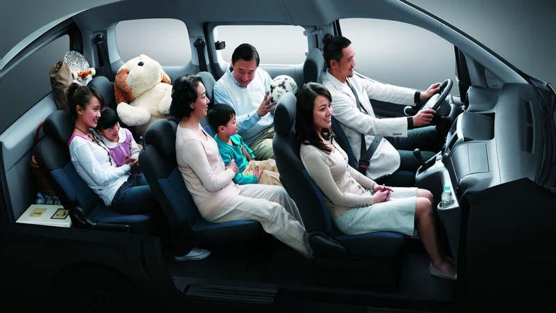 小轿车上哪个位置最安全?的头图