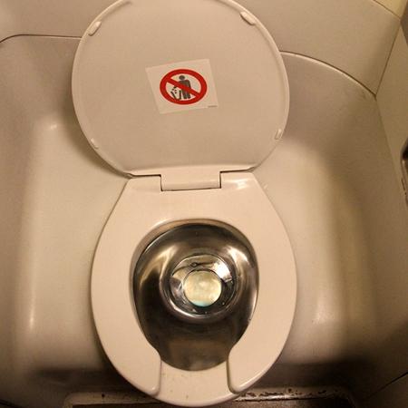 飞机上的抽真空马桶到底有多危险?